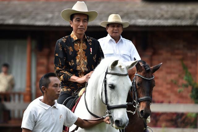 Presiden Joko Widodo Naik Kuda Bersama Prabowo