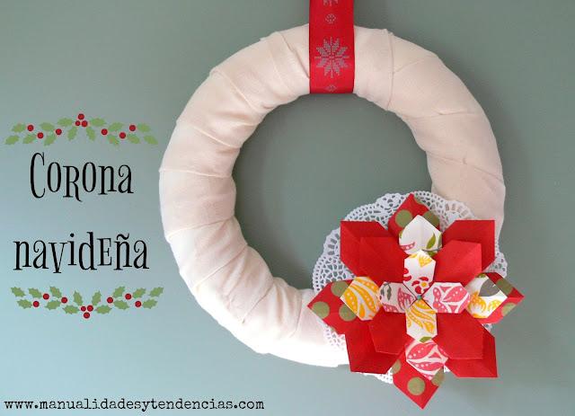 Corona navideña hecha con flor de papel origami