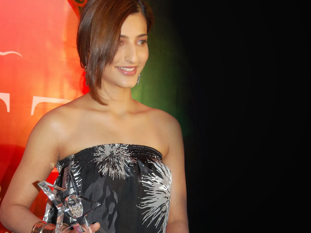 Shruti Haasan 2 Wallpapers: HIGH RESOLUTION PICTURES