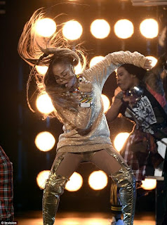 Photos from Janet Jackson's sexy and electrifying performance at the Billboard Music Awards 10