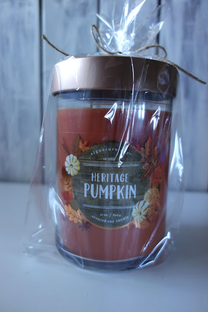 gift suggestions for overnight guests, candle