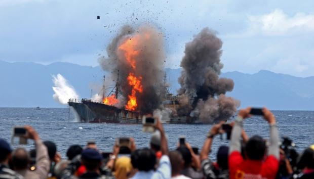 Larangan Penenggelaman Kapal Pencuri Ikan Oleh Luhut Dinilai Janggal