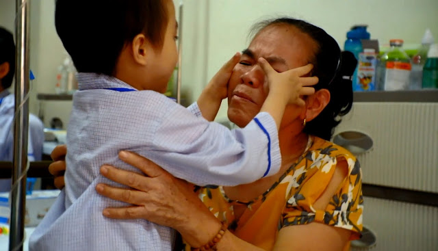 Cháu bé 5 tuổi kiên cường chống chọi với bệnh ung thư máu