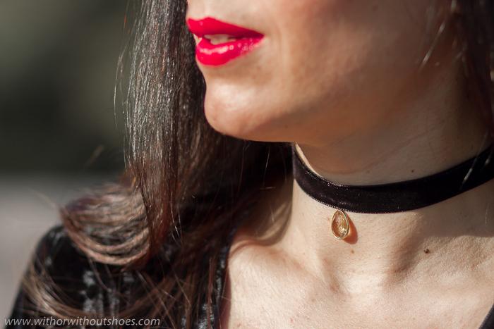 Como llevar un collar choker bonito en un look elegante