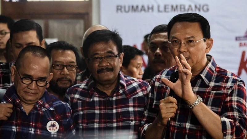 Ahok memberikan pernyataan terkait statusnya sebagai tersangka di Rumah Lembang, Jakarta