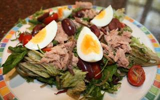 recept; recepten; hoofdgerecht; hoofdgerechten; maaltijdsalade; salade; tonijn; ansjovis; olijf; olijven; ei; eieren; tomaat; tomaten; kerstomaat; kerstomaten; haricots verts;