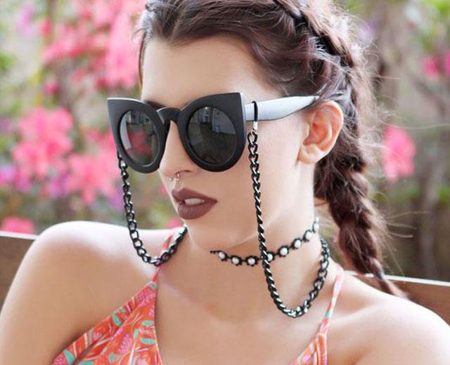 Cordinhas no óculos são a nova tendência entre fashionistas