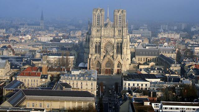 Cidade de Reims perto de Paris