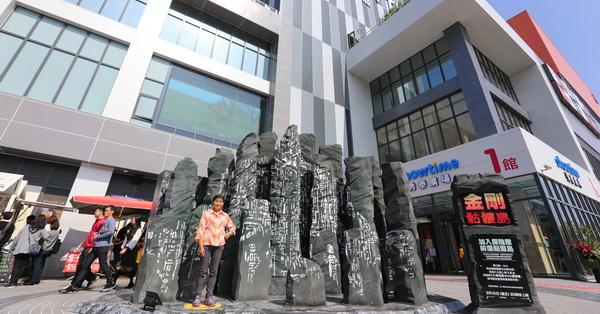 台中東區|台中秀泰生活站前店S1館|逛街、看電影、拍照,一次完成