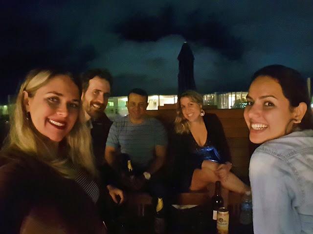 Divas tomando vinhop no terraço do BW Plus Oásis Cabo Frio