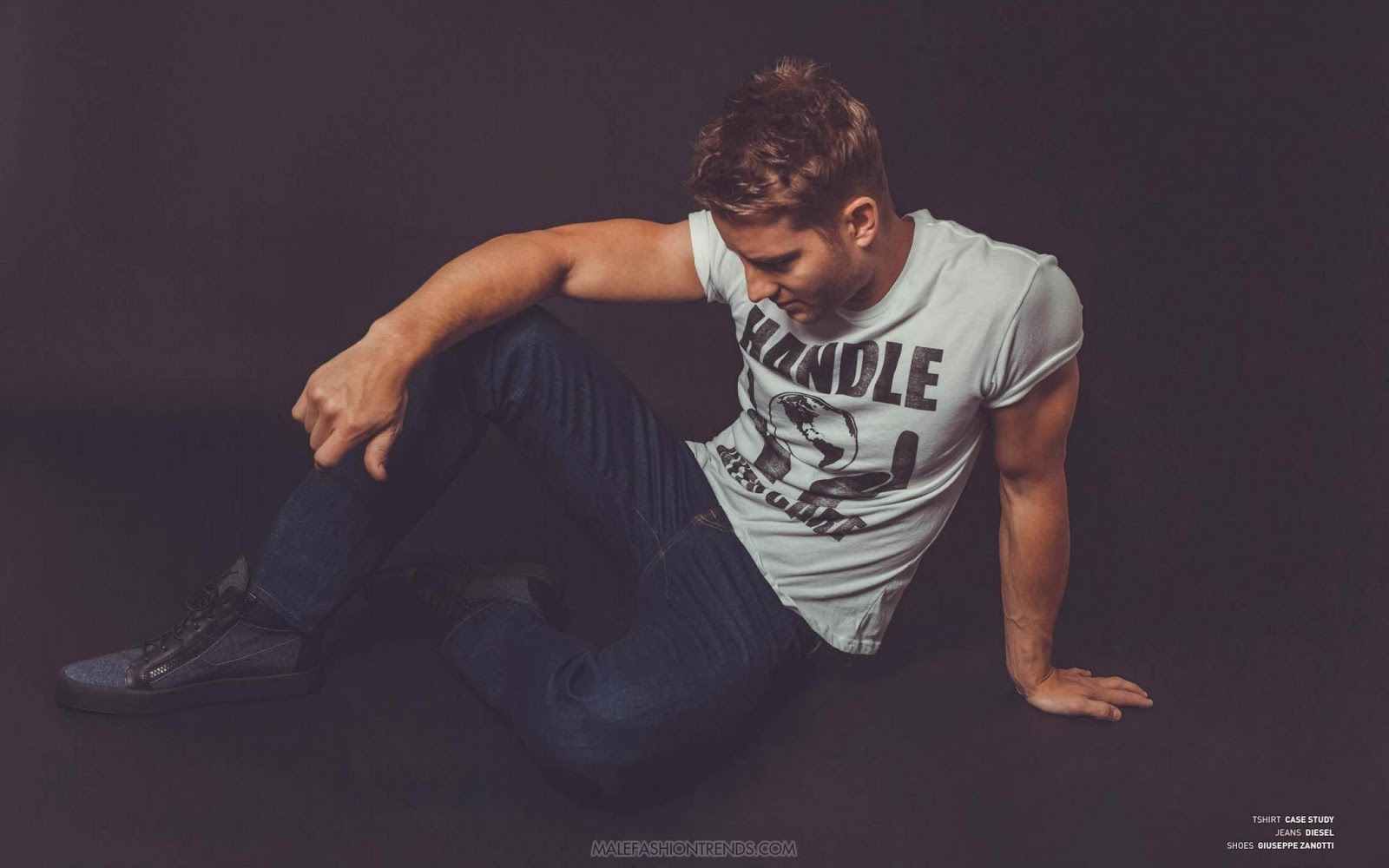 Justin Hartley por Aleksandar Tomovic para BELLO Magazine