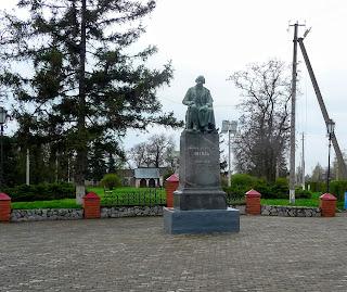 Великі Сорочинці. Пам'ятник М. В. Гоголю