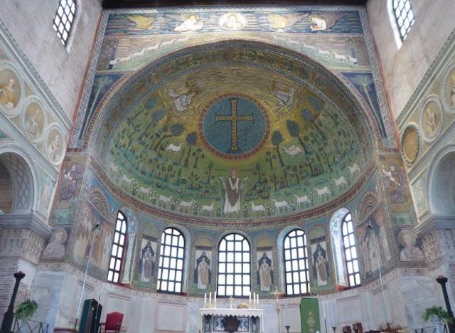 i mosaici nell'abside della basilica di sant'apollinare in Classe