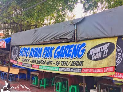 Warung soto ayam pak gareng di samping stasiun tugu