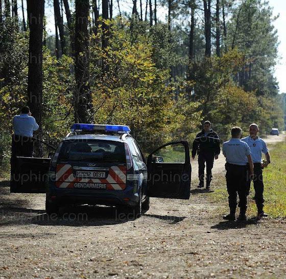 Gendarmes franceses trabalham no local da tentativa de suicídio do 'Dr Morte'.