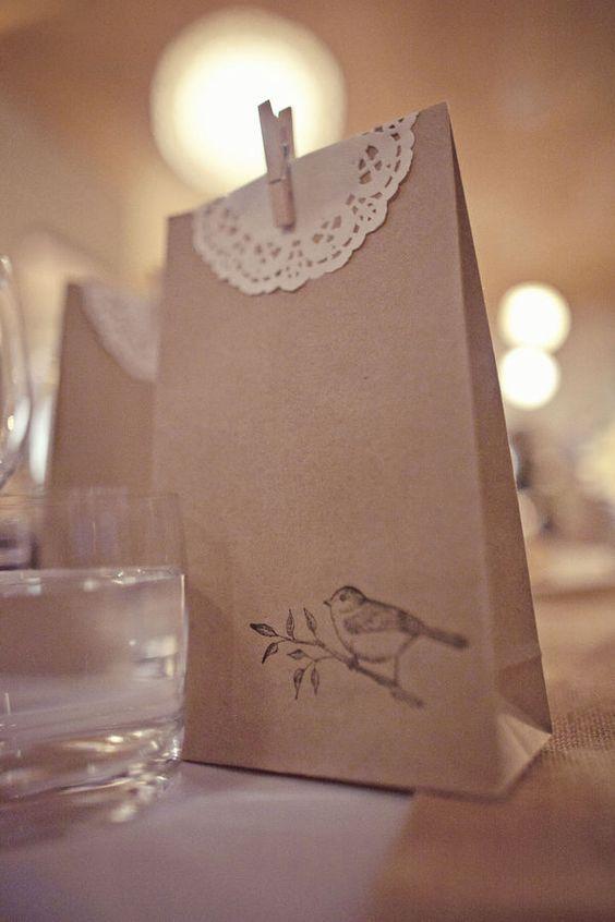 Bolsa para souvenir con blonda y broche, con detalle de ilustración estampada