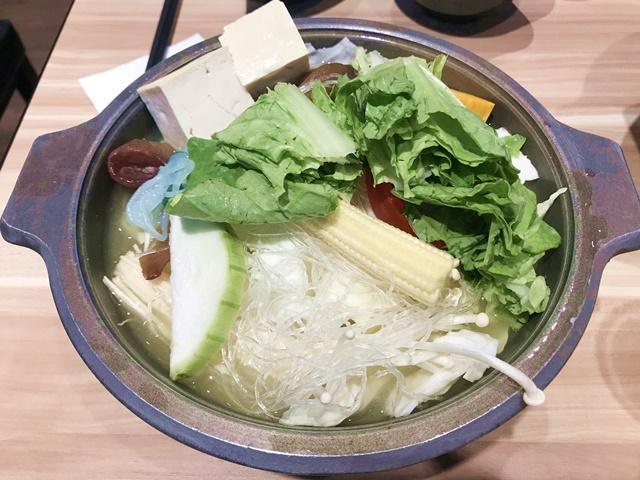 迎客門時尚鍋物(新莊店)~新莊葷素小火鍋