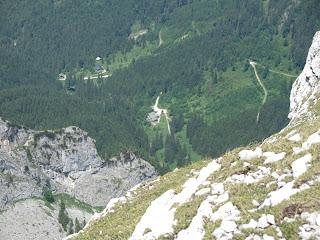 Tiefblick zur Kenzenhütte, aber der Abstieg zieht sich