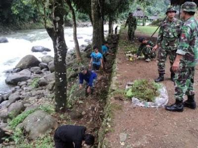 TNI dan Warga Siapkan Lokasi Pesta Durian