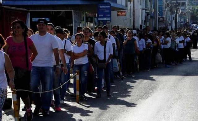 Huyendo de la crisis venezolanos abarrotan frontera brasileña