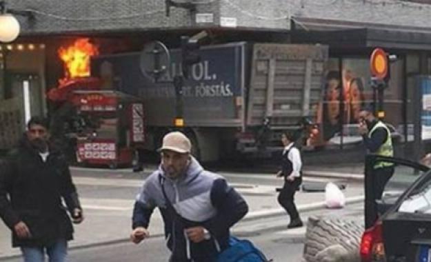 """Φορτηγό """"καμικάζι"""" κατά πολιτών στην Στοκχόλμη"""