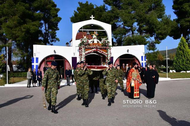 Περιφορά του Επιτάφιου στο Στρατόπεδο Ναυπλίου (βίντεο)