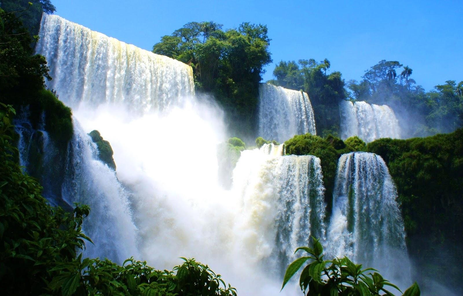 5 Air terjun di Indonesia ini airnya langsung jatuh ke ...