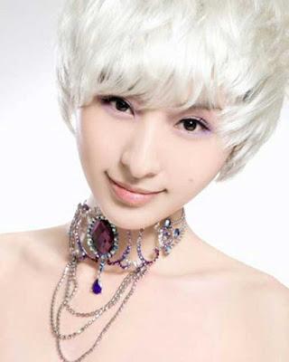 Rambut Messy Pixie Down Combing pendek warna putih