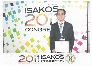 Dr. Andri dengan award certificate di Rio de JAneiro, Brazil