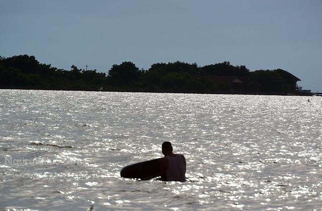 Tetap semangat main air laut