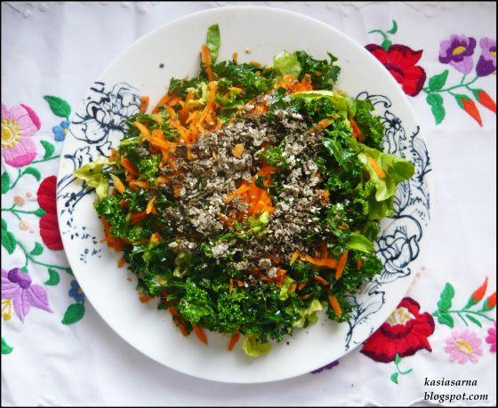 raw-wegańska-witariańska-surówka-sałatka-jarmuż-konopie-marchewka-przepis