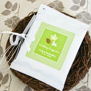 A hot drink is PERFECT for a cold night. So if you're having a fall or winter wedding, these Hot Drink Mixes Wedding Favors ideas from www.abrideonabudget.com are perfect!