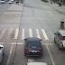 Insolite: Un enfant tombe d'une voiture et se fait écraser en pleine circulation (Vidéo)