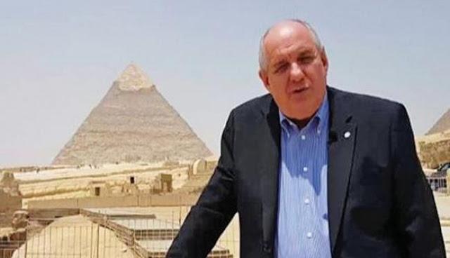 Τέρενς Κουίκ: Ο... happy traveler του Κοινοβουλίου