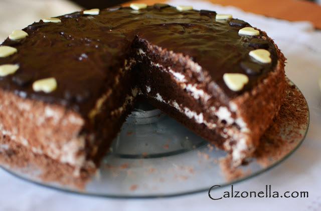 tort-urodzinowy-czekoladowy-zpowidłami