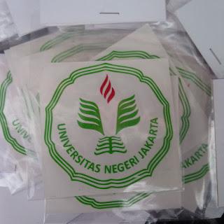 Cutting stiker logo UNJ yang cocok untuk ditempel di laptop, meja belajar, motor maupun Mobil..
