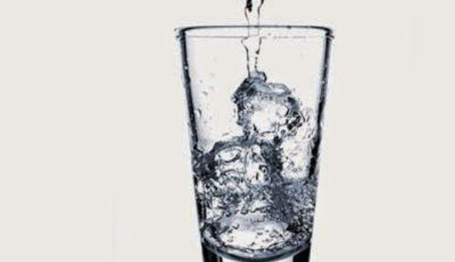 Drinking Ice Water not Make Stomach Distended
