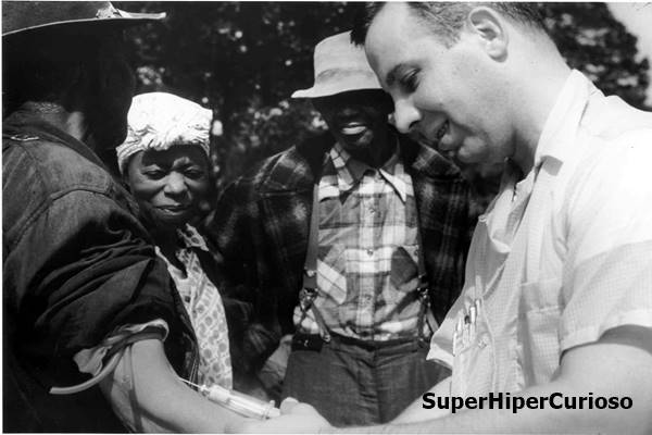 A teoria da conspiração: entre 1932 e 1972, o Serviço de Saúde Pública dos Estados Unidos realizou um estudo clínico em homens afro-americanos rurais que tinham contraído sífilis