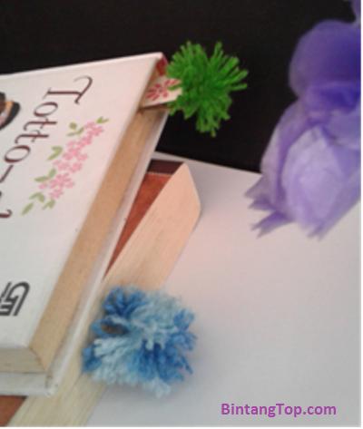 Cara membuat Bookmark / Pembatas Buku dari benang dan karton