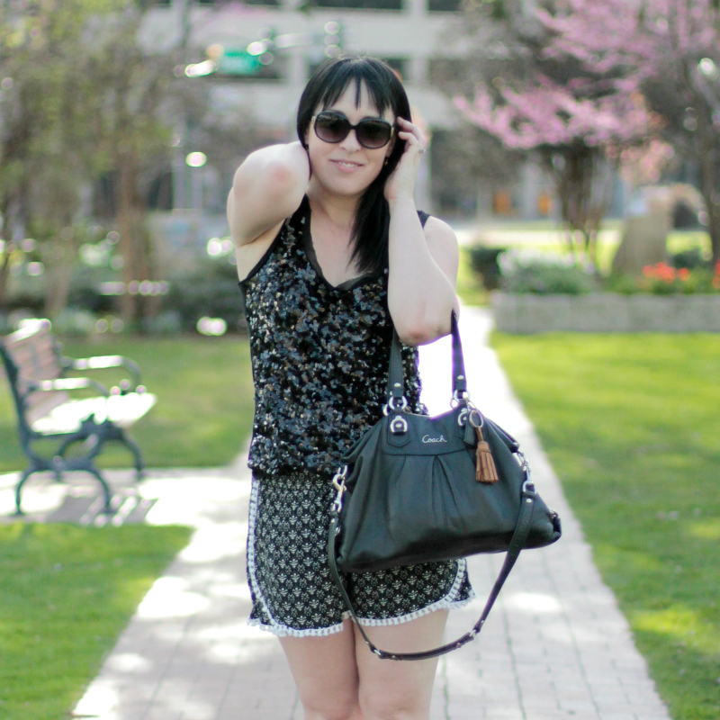 Not a big fan of all the summer florals and bright colors? Five tips to make your blacks work for summer!