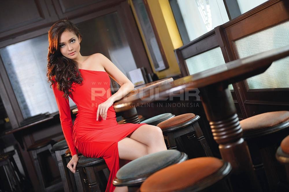 Foto Fita Pamela di Majalah Popular-World