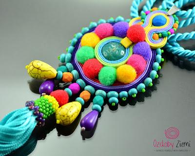 Super kolorowy naszyjnik z pomponami i chwostem – Soutache Necklace Berwarna