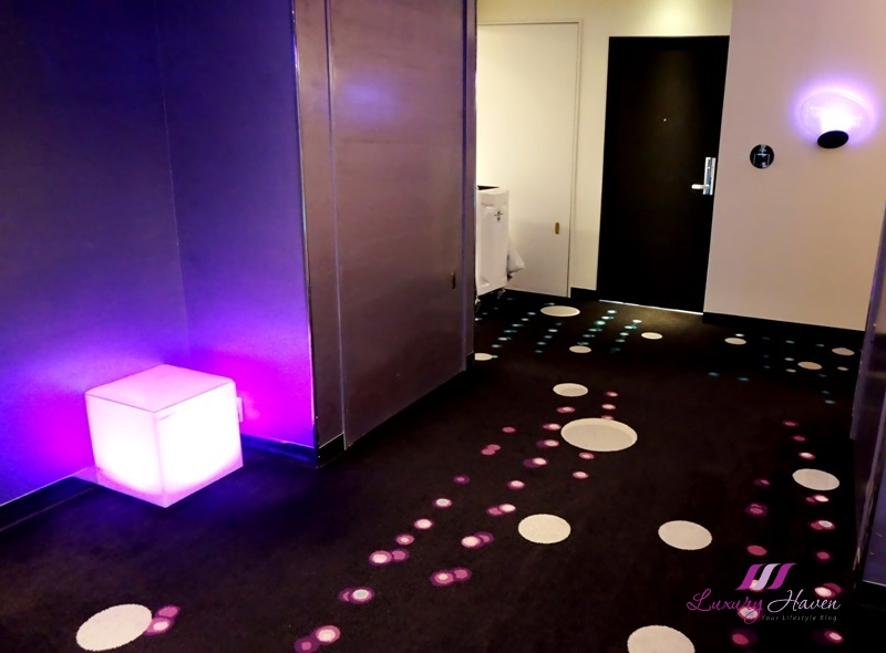 hilton tokyo bay colour changing led mood cubes