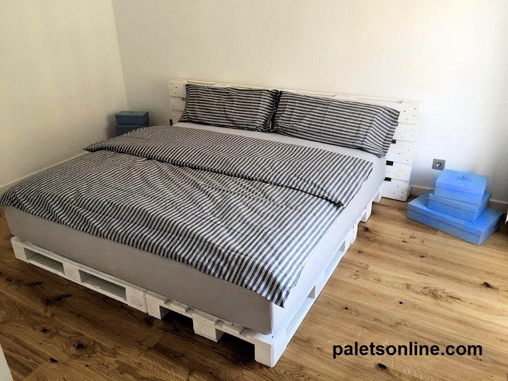 Muebles con palets for Base de cama hecha con tarimas
