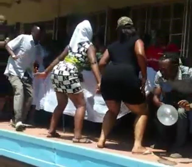 Zimbabwean sex workers twerk at the funeral of their colleague
