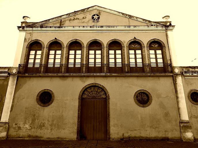 A Casa da Alfândega de Florianópolis foi construída entre 1875 e 1877. É referência em arquitetura neoclássica.