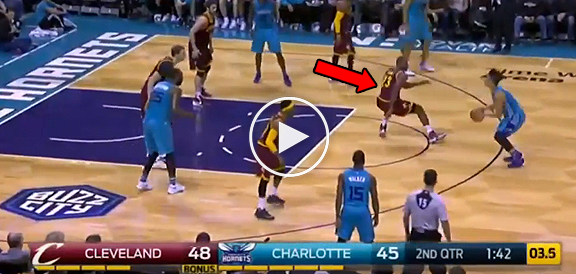 Jeremy Lin Breaks LeBron James' Ankles (VIDEO)