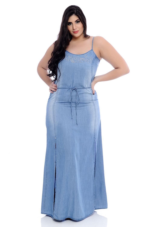 Vestido jeans longo moda plus bordado de alcinha e cinto combinando