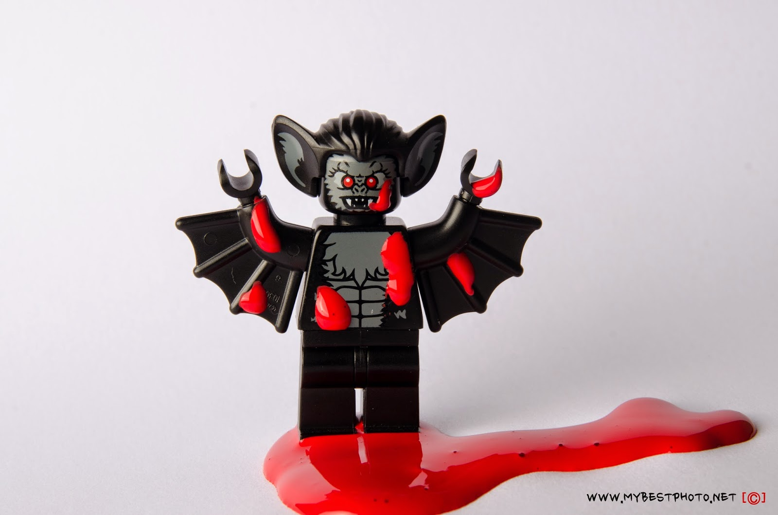 Lego Minifigure Series 8 Vampire Bat - Wallpaper