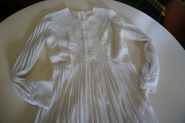60s 70s white wedding pleated dress vintage 1960 1970